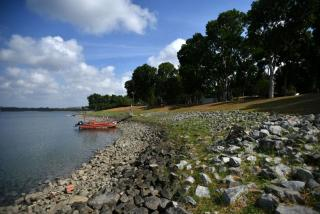 கடலோர மற்றும் வெள்ளப் பாதுகாப்பு நிதி (Coastal and Flood Protection Fund) என்ற அந்த நிதியில் தொடக்கமாக $5 பில்லியன் ஒதுக்கப்படும். கோப்புப்படன்: ஸ்ட்ரெய்ட்ஸ் டைம்ஸ்