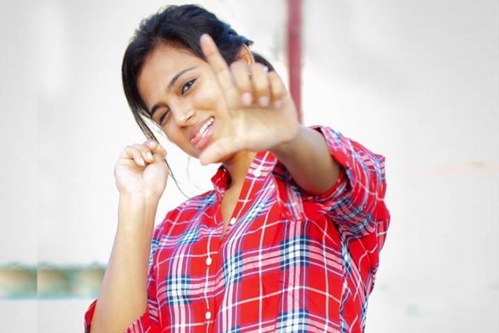 சூர்யாவின் 2டி நிறுவனம் தயாரிக்கவுள்ள படத்திலும் சி.வி.குமார் தயாரிக்கும் படத்திலும் நடிக்க ஒப்பந்தமாகி உள்ளாராம் ரம்யா. படம்: ரம்யா பாண்டியன், ஃபேஸ்புக்