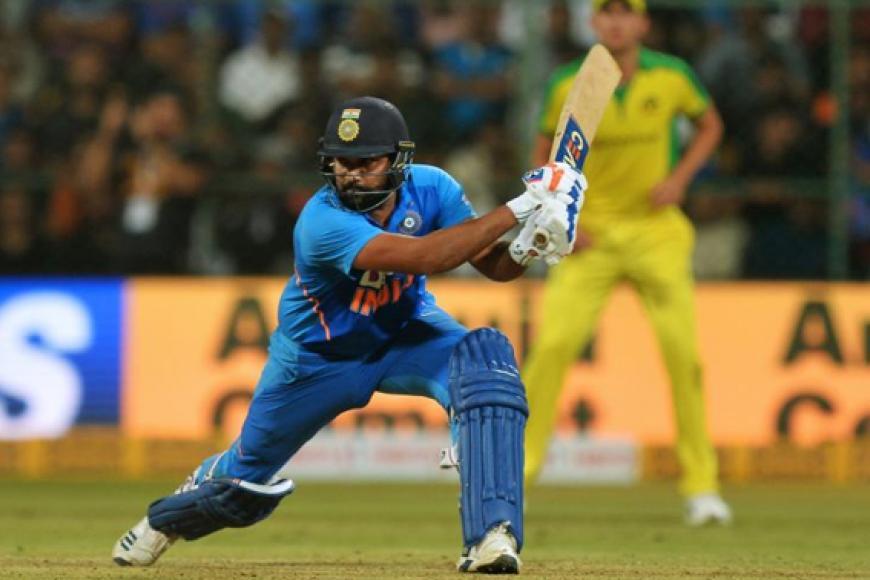 287 ஓட்டங்கள் எடுத்தால் வெற்றி என்ற இலக்குடன் களம் இறங்கிய இந்திய அணியின் தொடக்க வீரரான ரோகித் சர்மா அபாரமான ஆட்டத்தை வெளிப்படுத்தினார்.படம்: ஏஎப்பி