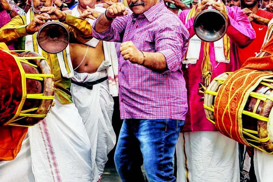 'பவர் பாண்டி' படத்தின் ஒரு காட்சியில் ராஜ்கிரண்.