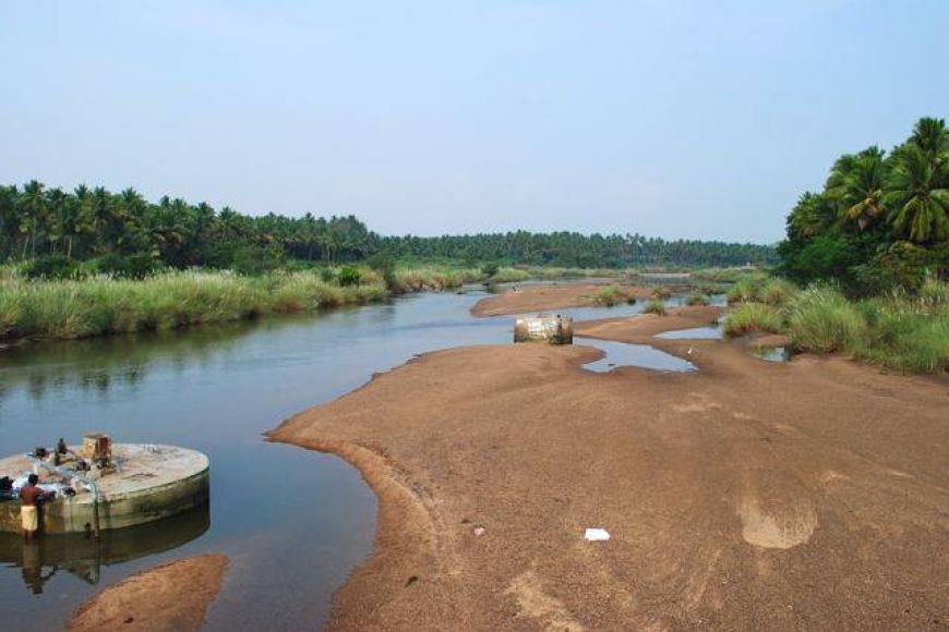 வறண்டு போன வைகை: 5 மாவட்டங்கள் தவிப்பு