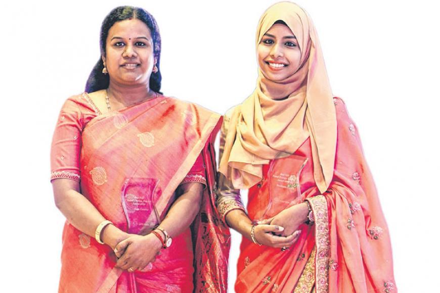 (இடமிருந்து)திருமதி இராஜா கீதா, குமாரி நஸிமா பானு